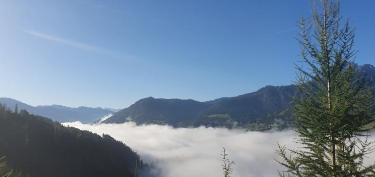 6_Eiswerfen 2019_krećemo uz planinu, magla se u Werfenu povlači istim putem kojim je došla...